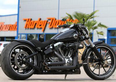 Harley-Davidson-Softail-Breakout-Thunderbike-13